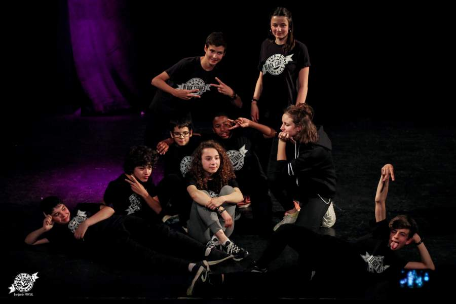 photo-groupe-juniors-kino-session-soiree-impro-toulouse