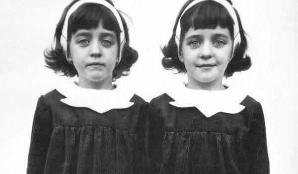 【都市傳說】波洛克雙胞胎:把小孩生回來!死去姊妹化為雙胞胎重回父母懷抱?