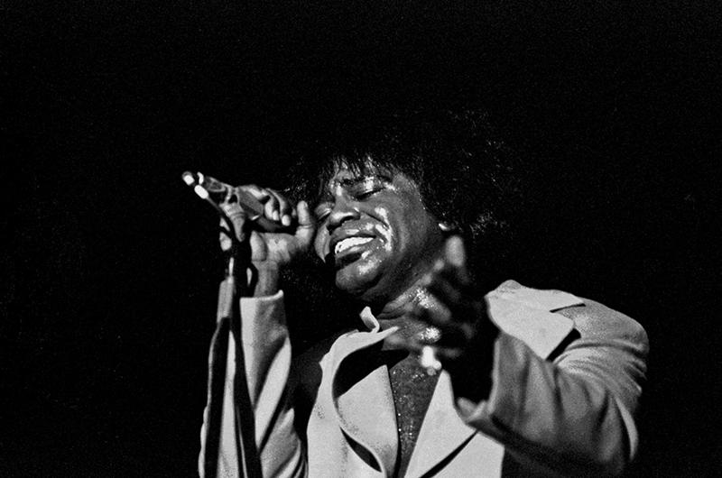 Black to the Music - James Brown B12 - performing live in Hamburg, Germany, February 1973 - (c) Heinrich Klaffs