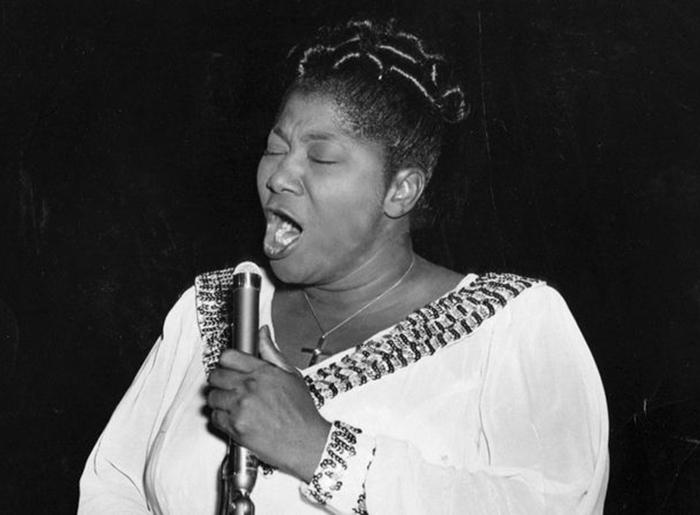 "Black to the Music - Mahalia Jackson - B9 - Mahalia Jackson sings the ""'Hallelujah"" chorus from Handel's ""Messiah"" on Aug. 20, 1955 - (c) Chicago Tribune Historical"