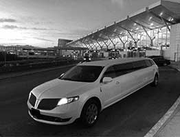 Hire high class Vancouver limousine service for all your events including Airport Limousine Service with timely services.
