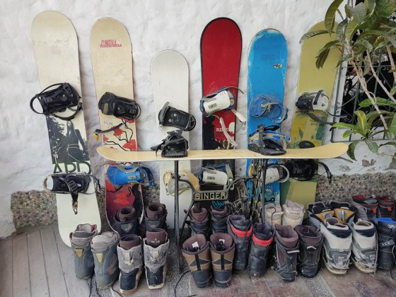 Es braucht nicht immer Schnee, um mit dem Snowboard zu fahren.