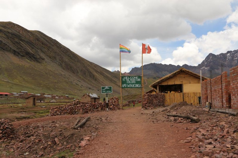 Peru-Rainbow-Mountain-Red-Valley_1