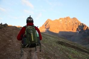 Wir hatten den Sonnenaufgang im Rücken und konnten die wunderschön angestrahlten Berge bewundern.