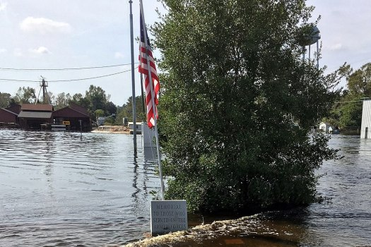 Many blame deputies after 2 mental health patients drown in cop car during Hurricane Florence