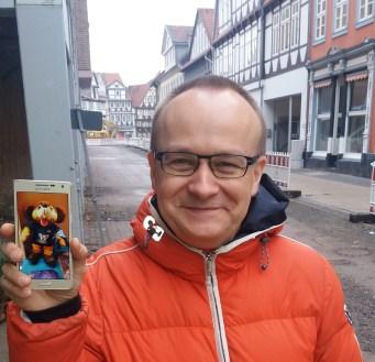 Dr. Olaf Kutzmutz mit Gucky in Wolfenbüttel. (c) Foto von Oliver Müller