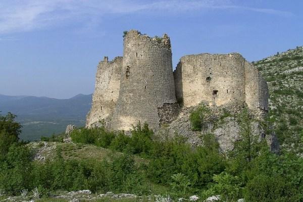 Jedna baka ispričala je kako je vojnik blago vrličke krajine zakopao u ruševinama utvrde Glavaš