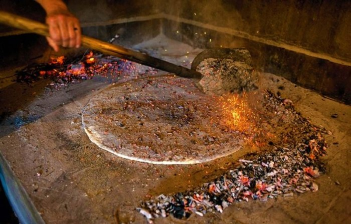 Poljički soparnik bio je sirotinjska hrana koja se jela za snagu i izdržljivost, čuvali su ga u koži od svinjskog mjehura