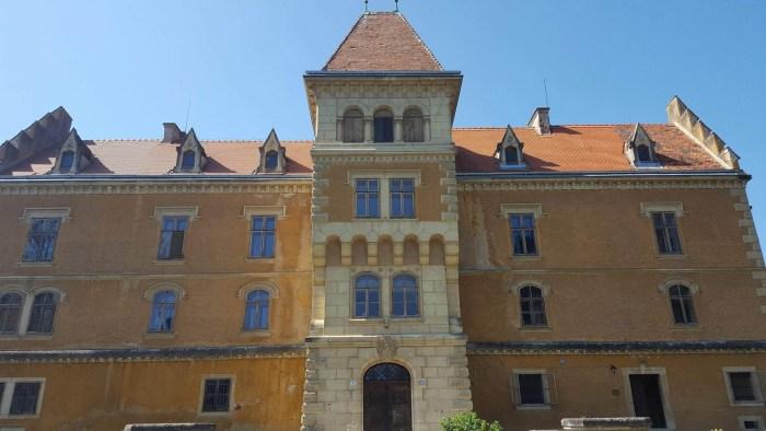 Između Ivančice i Varaždina stoji dvorac Maruševec čije fotografije snimljene u ranu jesen oduzimaju dah