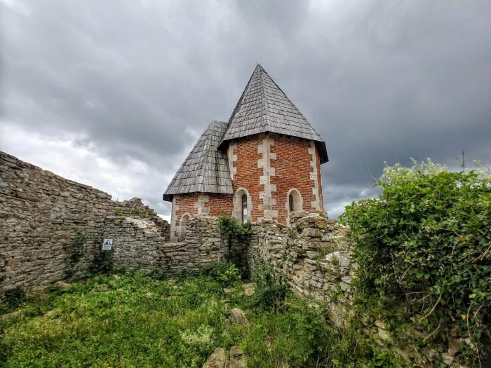 Ponosni, a danas osamljeni Medvedgrad svojedobno je sagrađen za samo šest godina i nikad nije bio pod opsadom