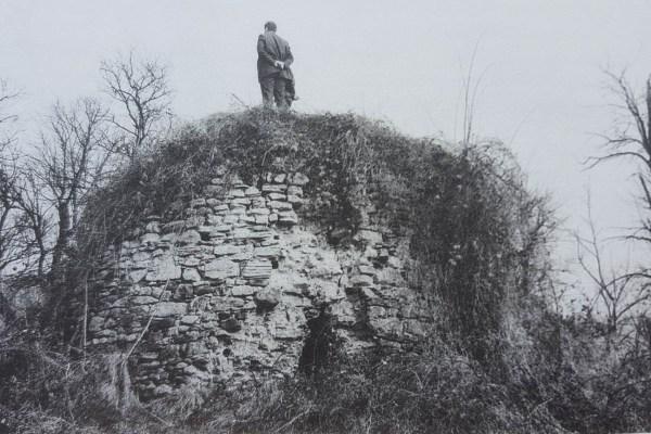 U skrovitim djelovima južnog Psunja, gdje šume i zapušteni voćnjaci prikrivaju pogled, bujao je u srednjem vijeku život
