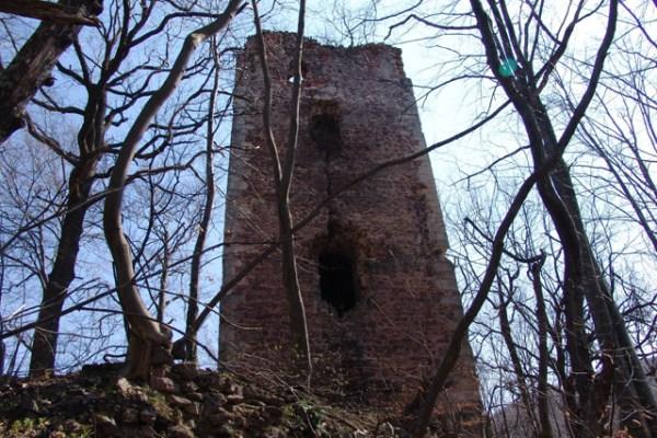 Krici zatvorenika iz tog mučilišta naroda gubili su se u okolnim šumama, a njima ni nada u bijeg iz utvrde Stupčanice nije preostala