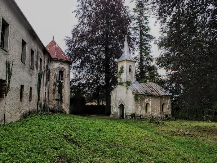 Dvorac Severin na Kupi i dalje stoji na liticama iznad rijeke, propada i čeka neka bolja vremena