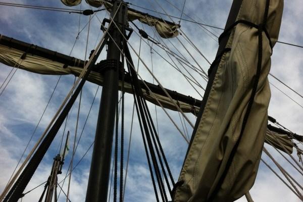 Kao mlad mornar, Vlado Ivelić ukrcao se na brod luđaka i s posadom posve slučajno ostao izgubljen na Atlantiku