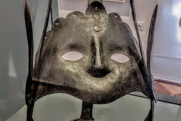 TAJNE MUZEJA: Zlokobnu sramotnu masku nosile su žene kažnjene zbog psovanja i ogovaranja, nisu mogle govoriti, nego sumorno zviždati