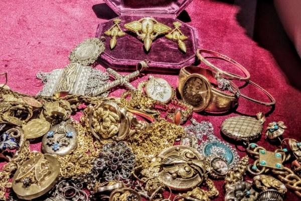 Zlatni nakit prije stoljeća položen na oltar domovine i dalje se čuva kao podsjetnik na maglovite novembarske noći
