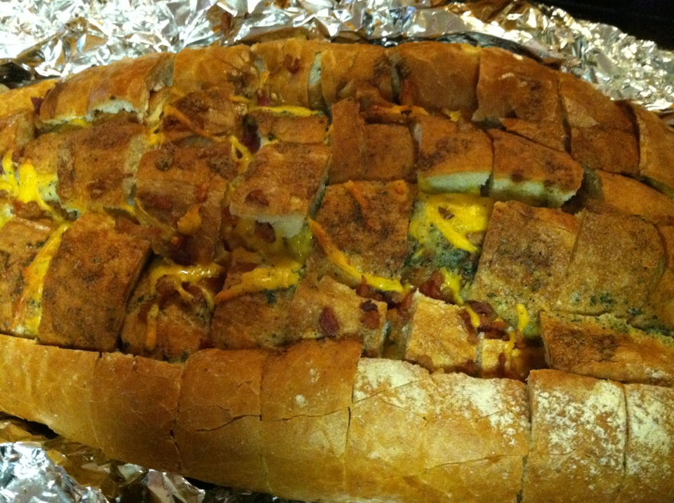 Delicious Bacon-Cheddar-Ranch Pull Apart Bread
