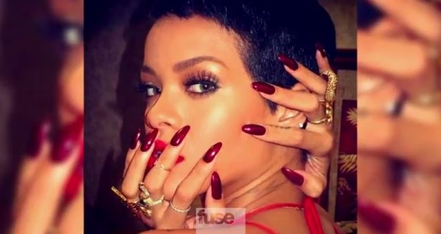 Rihanna et ses ongles longs