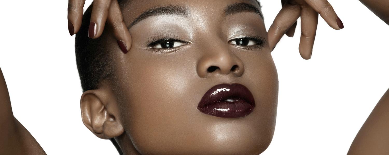 Comment se faire des lèvres prunes sur peau noire ?