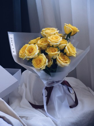 TOPAZ - YELLOW ROSES | ROSE DYNASTY | BLANC SIGNATURE