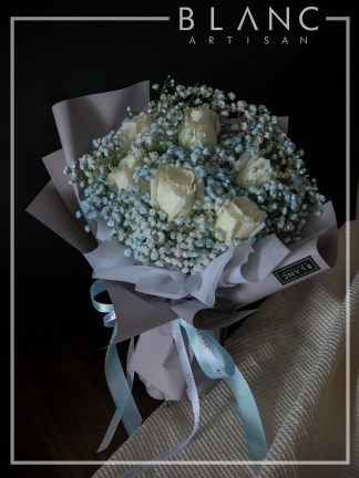 OTARU – VALENTINE'S DAY WHITE ROSE & BLUE BABY'S BREATH BOUQUET  BLANC SIGNATURE | VALENTINE'S DAY 2020