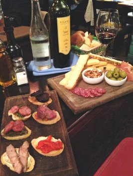 Wine and appetizers at El Secreto