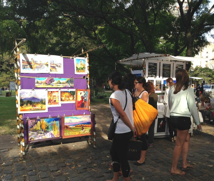 An artists booth in Plaza Francia