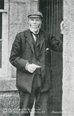 1904 William Rae at Raploch Cottage