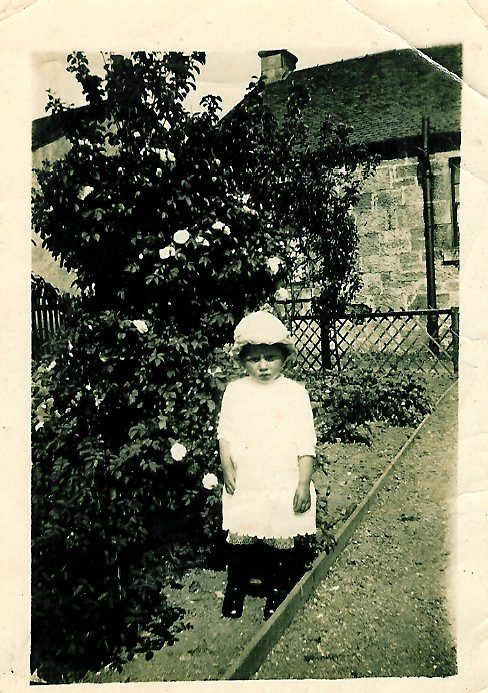 1918 Margaret Duncan at Enterkin, Broompark Rd