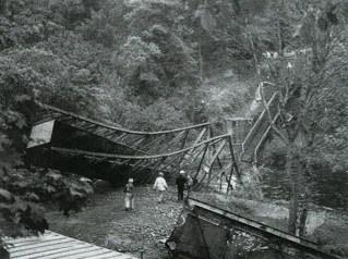 1999 The 1952 bridge is demolished