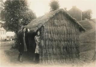 c 1930 African Hut David Livingstone Centre (PV)
