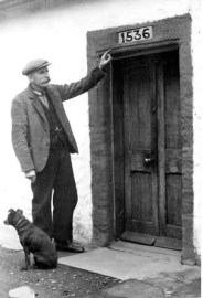 1933 John Brownlee at door of his cottage at Barnhill