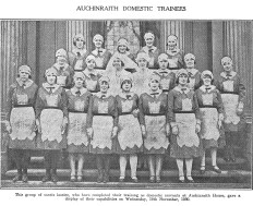 1930 18 girls stand at the Auchinraith House doorway