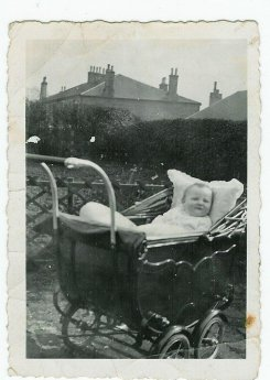 1931 Baby Alec Danskin at Broompark Road (PV)