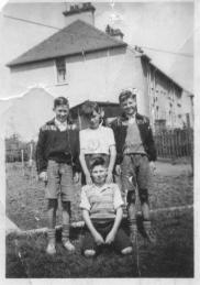 1952 Children at Springwell Crescent. Sent in by Gerry Kelly whose father is on right.