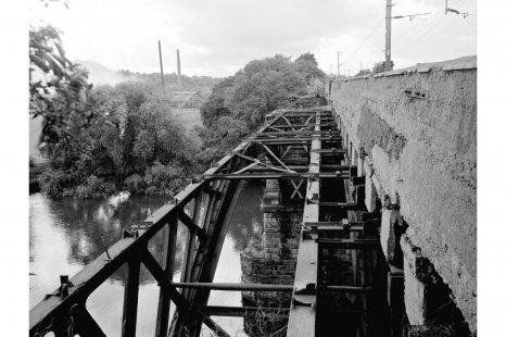 1977 Clyde Bridge, Walkway gone, Blantyreferme in back