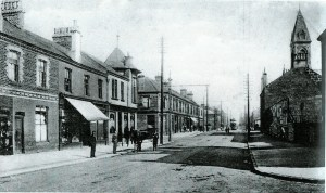 1903 McAlpine's Buildings on left. Dolans lived above the shops.
