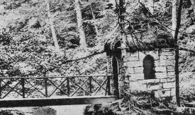 1904 Hermitage Hut (PV)