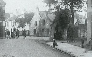 1905 Men sit in Wardop Moore Arch
