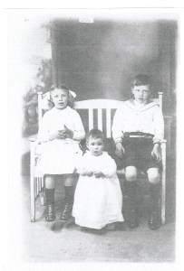 1916 Chrissy, Margaret and John Duncan