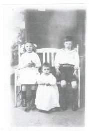 1916 Chrissy, Margaret and John Duncan (my grandpa) (PV)