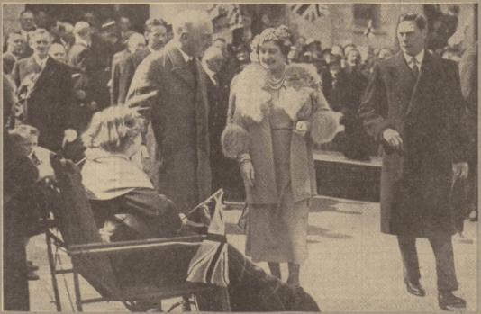1938 Queen meets Margaret McMahon at Blantyre
