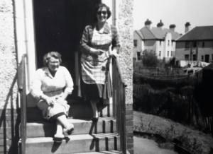 1955 Maisie Gardner & Annie Brown at Auchinraith terrace
