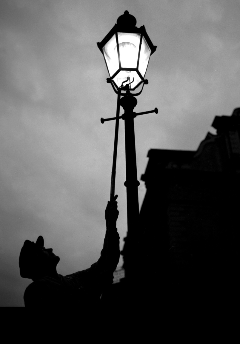 Gas Lighting at Dusk & Gas Lamps at the Dandy | Blantyre Project - Official History ...