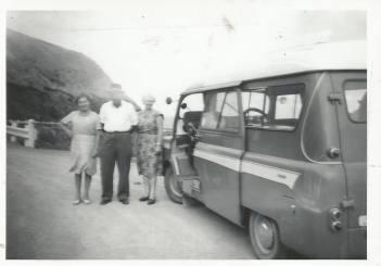 1967 Liz, Hugh and Jessie in Australia with Blantyre Bedford .From J Cochrane