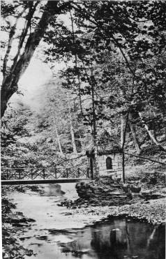 1904 Hermits Hut Calderglen. (From Gilmours)