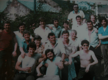 1977 Outside Red Lion Pub, Stonefield Road