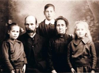 1916 Passport photo John Fleming and Annie Ferguson and children