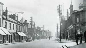 1932 Glasgow Road at Logan Street, outside Central Buildings (PV)