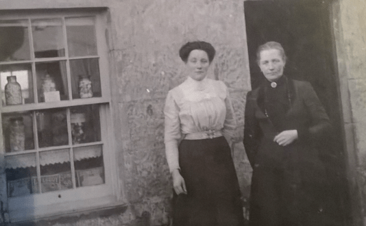 1920s Mrs Potter right at Craig Row. Shared by Hazel Gibson